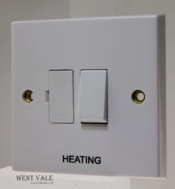 "Volex - VX1080-HTG - 13a White Moulded Switched Fused Spur Marked ""Heating"""